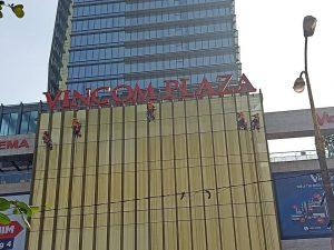 Vệ sinh bảo trì kính mặt ngoài Vincom Plaza Thanh Hóa